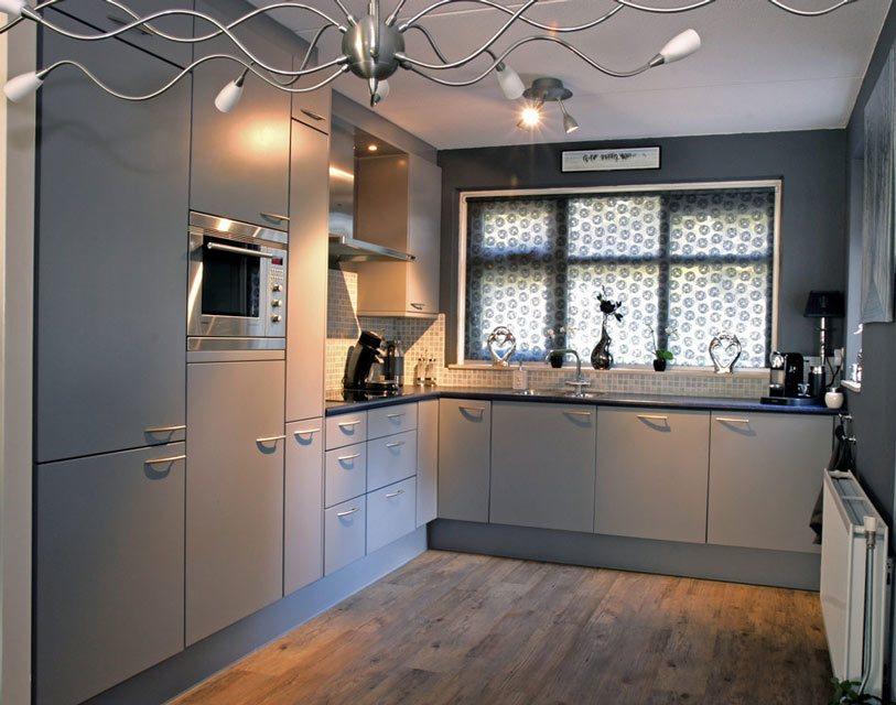 Loslatende folie keukendeurtjes in Maassluis   Keukenspuiterij Eurobord